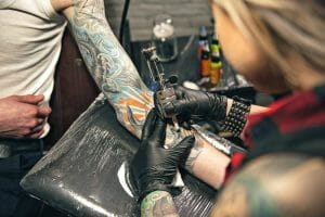 remover tatuagens coloridas