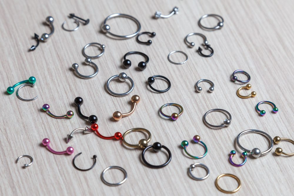tipos de materiais para piercings